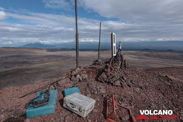 """We have hiked about 2 hours to reach the """"Konus D"""" cinder cone on the NE flank, where volcanologists are installing a new GPS station. (Photo: Tom Pfeiffer)"""