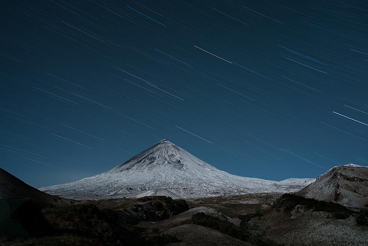 Night-time view of Klyuchevsky volcano. No lava is visible this time. (Photo: Tom Pfeiffer)