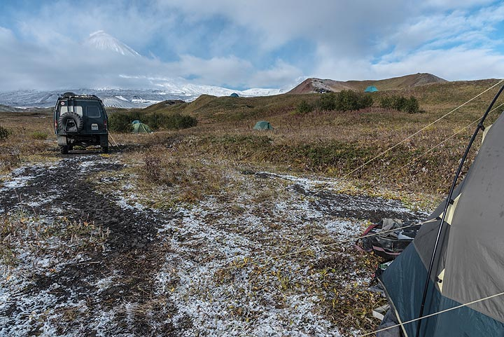 15 Sep: Winter greeting: over night, a snow front passed, letting temperatures drop to minus 5-10, challenging our sleeping bags. All were fine. (Photo: Tom Pfeiffer)