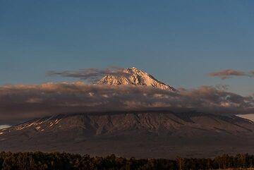 Evening view of Koryaksky volcano. (Photo: Tom Pfeiffer)