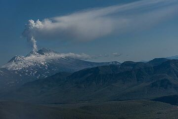 17 Sep: helicopter excursion to Uzon caldera and Valley of Geysers. On our way, we pass erupting Zhupanovsky volcano which had a phreatic explosive eruption an hour earlier, perhaps triggered by this morning's magnitude 5 earthquake nearby. (Photo: Tom Pfeiffer)