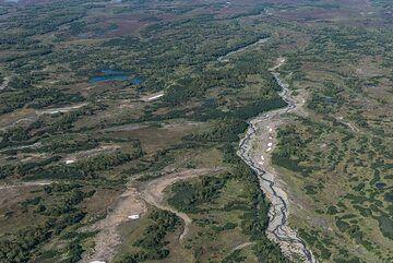 View of the beautiful tundra below. (Photo: Tom Pfeiffer)
