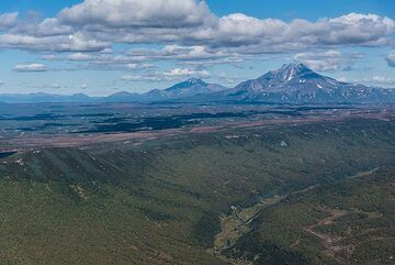 Reaching Uzon caldera. (Photo: Tom Pfeiffer)