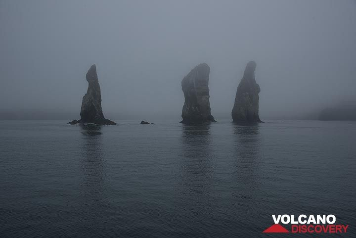 """The """"3 brothers"""", eroded sea pillars near the exit of the bay to the open Pacific. (Photo: Tom Pfeiffer)"""