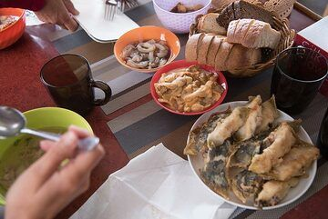 Lunch on board: salmon soup, fresh sushi, sea urchin and fried fish from our catch. (Photo: Tom Pfeiffer)