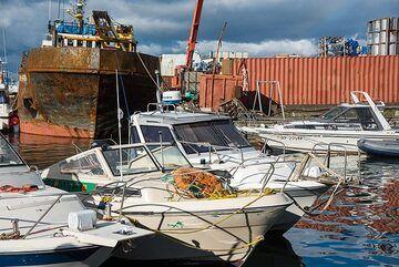 Harbour in Petropavlovsk (Photo: Tom Pfeiffer)