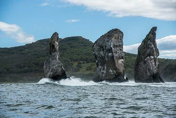 A nice excursion from Petropavlovsk is to take one of the boat tours around the Avacha Bay. Here are some impressions from a tour in Sep 2018: (Photo: Tom Pfeiffer)