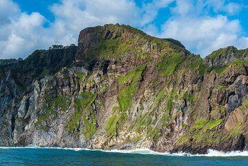 Volcanic rocks in the Avacha Bay cliffs (Photo: Tom Pfeiffer)
