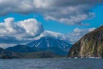Viluchinsky volcano in the background (Photo: Tom Pfeiffer)