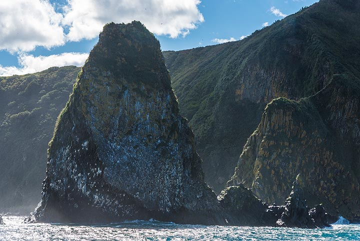 Dramatic coastlines (Photo: Tom Pfeiffer)