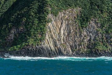 Prismatic lavas (Photo: Tom Pfeiffer)