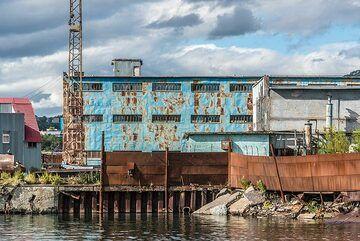 Old industrial buildings (Photo: Tom Pfeiffer)