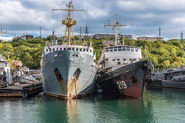 Old ships (Photo: Tom Pfeiffer)