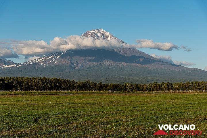 Koryaksky stratovolcano (Sep 2018) (Photo: Tom Pfeiffer)