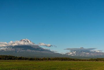 View to Koryaksky (l) and Avachinsky volcano (r) from the field next to our base in Elizovo. (Photo: Tom Pfeiffer)