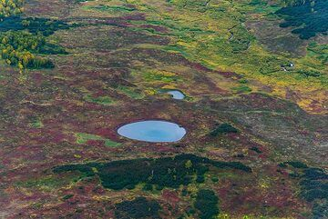 Tundra lake (Photo: Tom Pfeiffer)