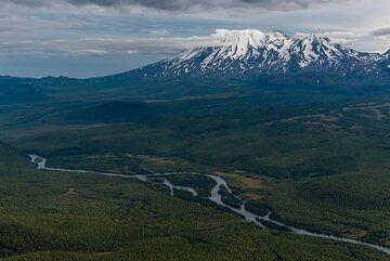 Zhupanovsky valley north of the massif. (Photo: Tom Pfeiffer)