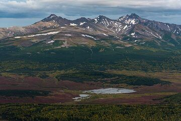 Next to Zhupanovsky, the eroded remnants of an older stratovolcano. (Photo: Tom Pfeiffer)