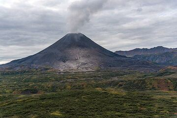 The young cone of Karymsky volcano. (Photo: Tom Pfeiffer)