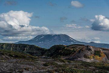 View towards Maly Semiachik volcano. (Photo: Tom Pfeiffer)