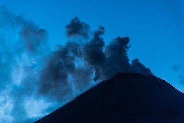 Blue hour (Photo: Tom Pfeiffer)