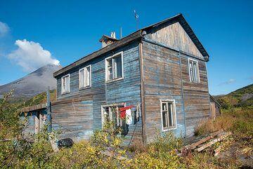 Our hut (Photo: Tom Pfeiffer)