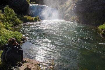 A small waterfall nearby... (Photo: Tom Pfeiffer)