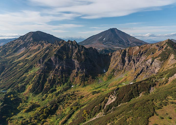 Eroded volcanic mountains on the flight back (Photo: Tom Pfeiffer)
