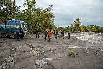Short stop in the flood plain at the feet of Klyuchevskoy volcano (Photo: Tom Pfeiffer)