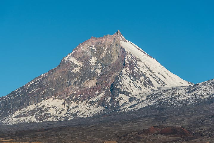 View of Kamen volcano with the eroded southeastern flank. (Photo: Tom Pfeiffer)