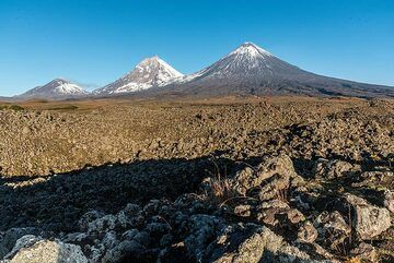 View of Bezymianny (l), Kamen (m), and Kluychevskoy (r) volcanoes from the east. (Photo: Tom Pfeiffer)