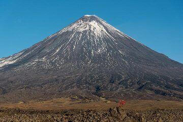 Klyuchevskoy volcano with a small steam plume. (Photo: Tom Pfeiffer)