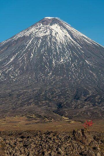 Klyuchevskoy volcano (Photo: Tom Pfeiffer)