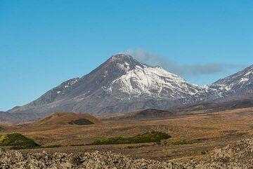 Steaming Bezymianny volcano (Photo: Tom Pfeiffer)