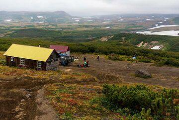 Mutnovsky hut (Photo: Tom Pfeiffer)