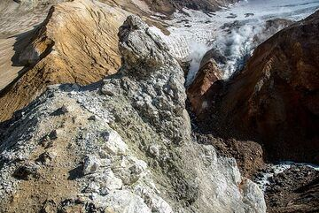 Bizarre formations of mud, rocks and ice (Photo: Tom Pfeiffer)