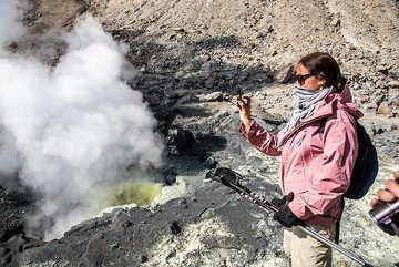 A year ago, this used to be a pond of dark gray boiling mud. Now, it has dried out and become a sulphur-covered fumarole. (Photo: Tom Pfeiffer)