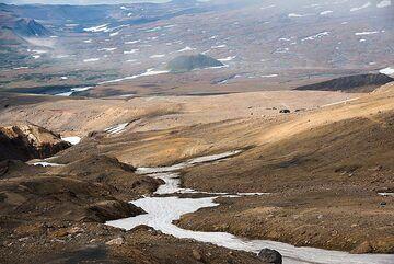 View of the lower slopes of Mutnovsky (Photo: Tom Pfeiffer)