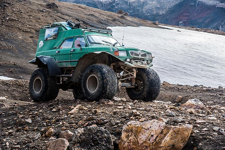 Custom-build vehicle suited well to get quite far up into the valley of Mutnovsky. (Photo: Tom Pfeiffer)