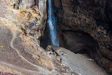 a 70 m tall waterfall. (Photo: Tom Pfeiffer)