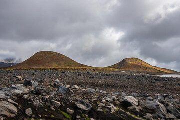 Two cinder cones near the Mutnovsky hut. (Photo: Tom Pfeiffer)