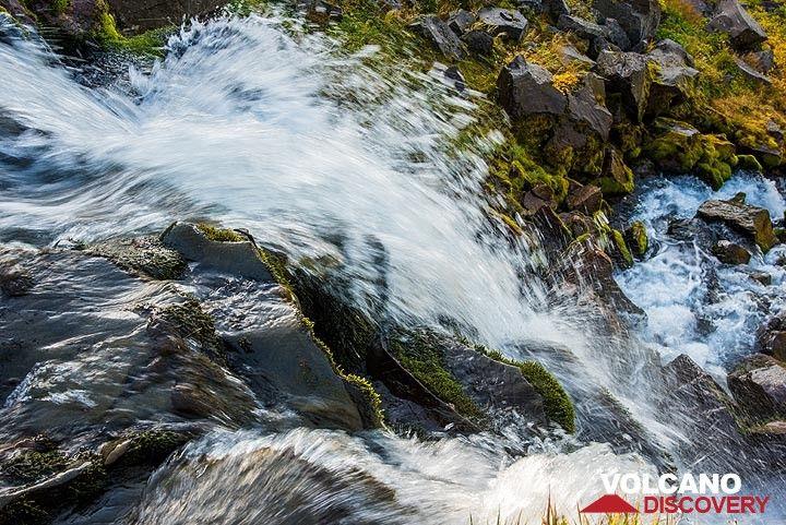 Small waterfall near the hut (Photo: Tom Pfeiffer)