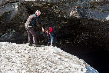 Just for fun - taking an alternative way out of the cave... (Photo: Tom Pfeiffer)