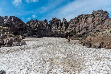 View of the ice field in front of the cave (Photo: Tom Pfeiffer)