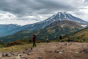 View to Viliuchinsky volcano from the pass. (Photo: Tom Pfeiffer)