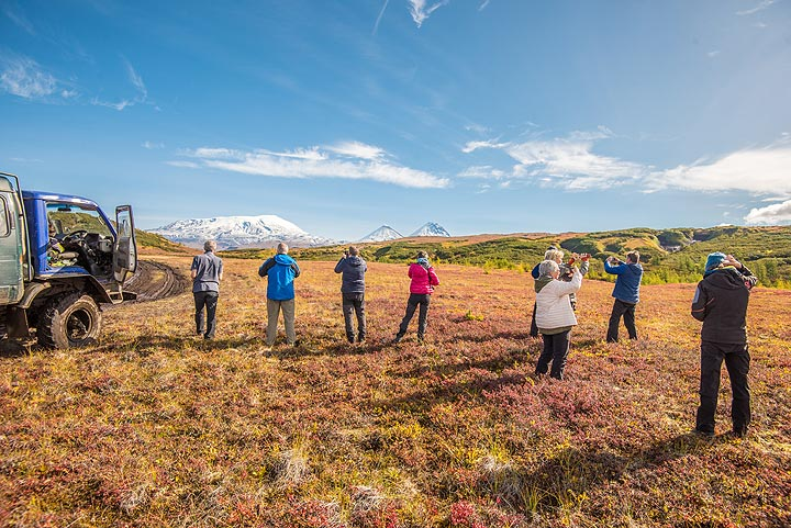 We're on the tundra-covered plateau between the northern group of volcanoes and the Tolbachik massif, and enjoy a still very fine weather. (Photo: Tom Pfeiffer)