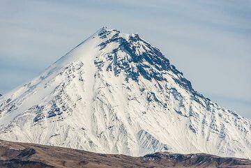 Klyuchevskoy's steep-sided neighbor (inactive) Kamen volcano. (Photo: Tom Pfeiffer)