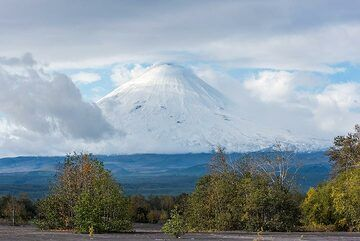 The size of Klyuchevskoy volcano is difficult to grasp: a perfect cone rises almost from sea level to close to 5000 m - the highest active stratovolcano by prominence. And even more unbelievable is that it might be less than 10,000 years old and accounts for almost half of Kamchatka's volcanic activity in recent geologic times. (Photo: Tom Pfeiffer)