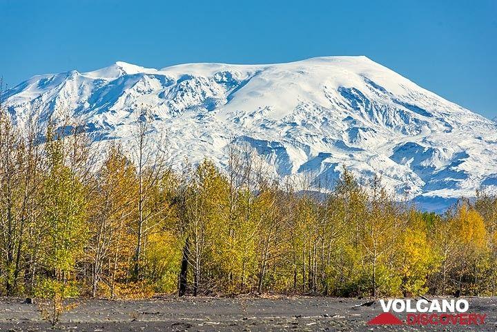 Ushkovsky volcano (Photo: Tom Pfeiffer)
