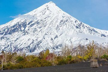 Ostry Tolbachik is the remnant of an older steep-sides stratovolcano, which has collapsed some 6500 years ago towards the south. (Photo: Tom Pfeiffer)